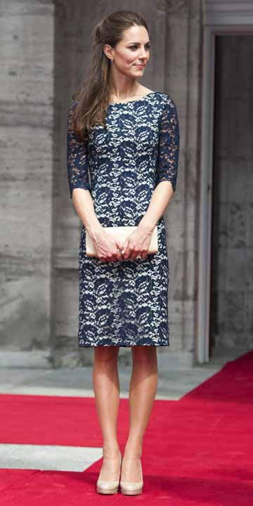 Kate-Middleton-Blue-Lace-Dress