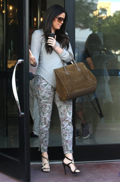 Khloe-Kardashian-with-Celine-Suede-Phantom-Bag